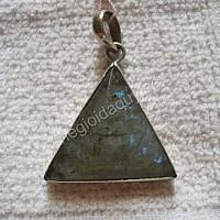 Mặt dây chuyền bạc đá xà cừ tam giác