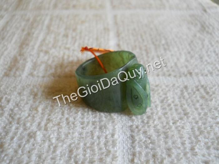 Nhẫn Ve đá Ngọc bích Nephrite