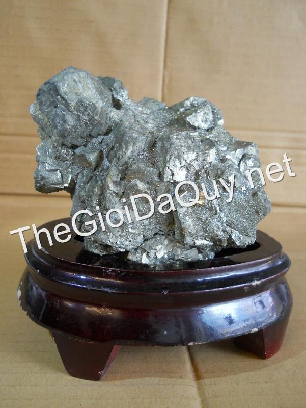 Đá vàng găm 1kg7
