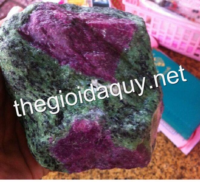 Bán đá Ruby 1kg7